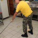 prace porządkowe w kuchni