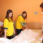 przygotowywanie łóżka dla chorych